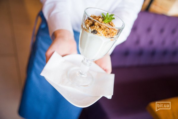 Йогурт с гранолой – 53 грн