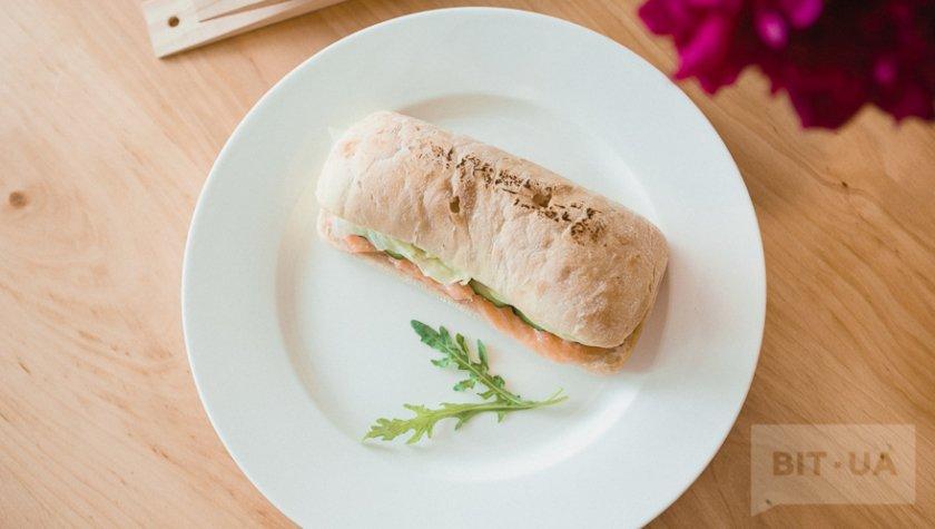 Сендвич с лососем – 76 грн