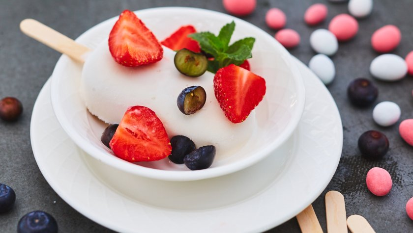 "Vino e Cucina.  Морозиво ""Бабл Гам"" з ягодами"