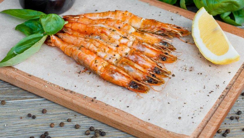 Тигровые креветки, запеченные в дровяной печи с пряным соусом — 211 грн