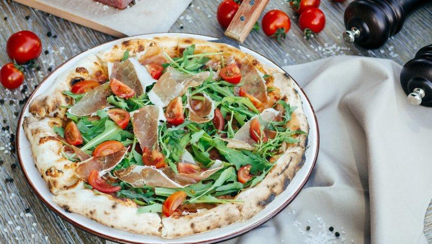 Пицца с пармой, рукколой и томатами – 149 грн
