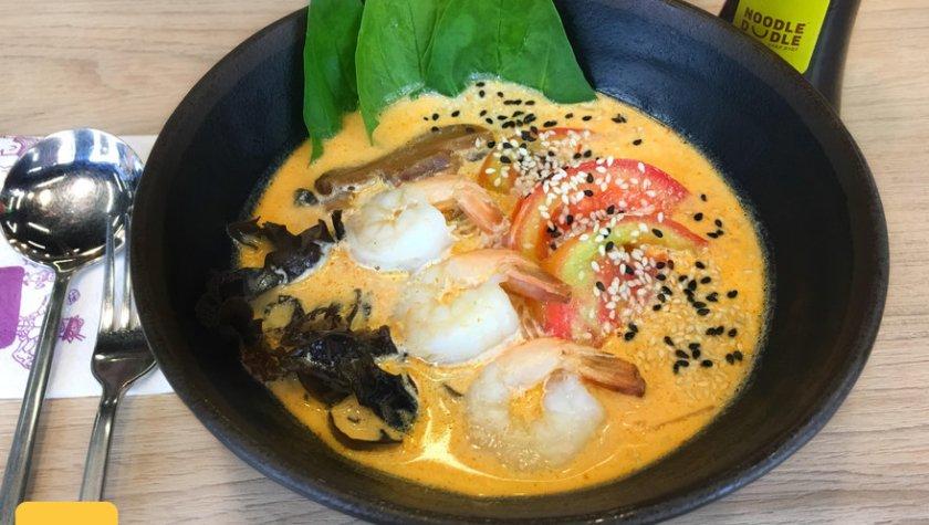 Кокосовый нудл-суп с креветками – 99 грн