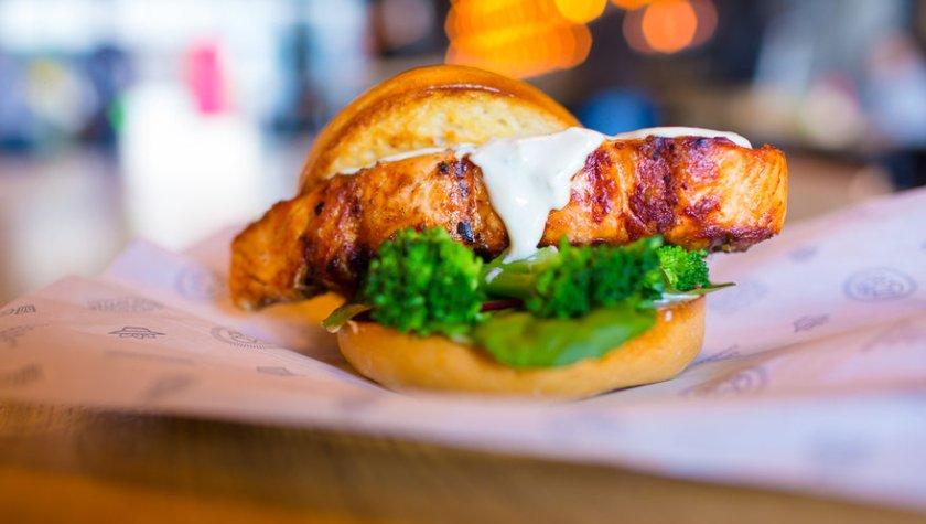 Сет Star SALMON Бургер, салат «Коул-Слоу», картофель на выбор – 249 грн