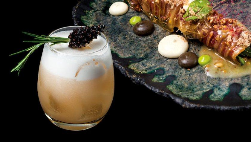 Рулет из утки с грушей и горгонзолой и коктейль «Медово-хвойный Сауэр»