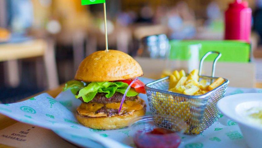 Сет Star Бургер БЕКОН&ЧЕДДЕР, салат «Коул-Слоу», картофель на выбор – 169 грн
