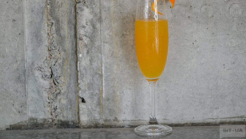 """""""Bellini""""- peach pure, lemon fresh, prosecco."""