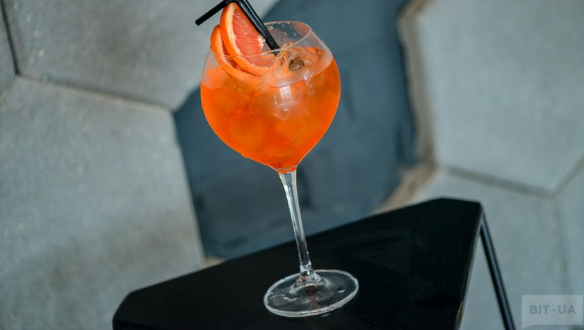 """Milano Spritser"" – white dry wine, Campari, grapefruit."