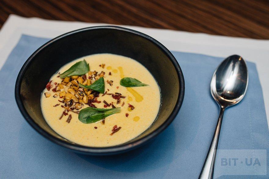 Кукурузный крем-суп с опаленной кукурузой и утиным беконом
