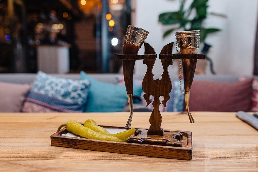 Чача и цицак (маринованный острый перец)