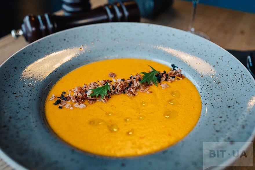 Овощной крем-суп с панчеттой